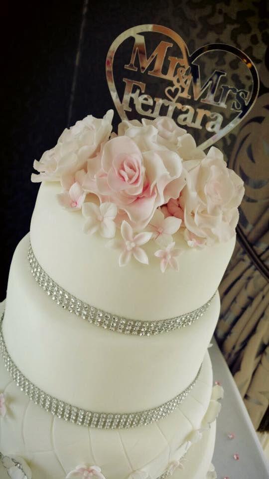 Mr & Mrs Ferrara added a touch of sparkle to their #WeddingCake