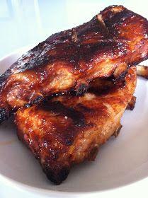 A la maison, on aime bien les travers de porc, alors p our changer un peu des barbecue ribs, j'ai fait une marinade à base de ketchup e...