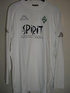 Saison 02/03 - Spielertrikot aus dem UEFA Cup Rück-Spiel gegen Vitesse Arnheim von Tim Borowski. Nur in diesem einen Spiel getragen. Vorne auf dem Trikot alles gummiert.