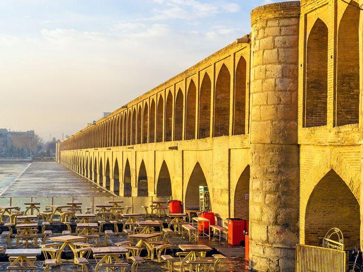 Isfahan, localizada no centro do país, é talvez a cidade mais turística do Irã, famosa por sua arquitetura islâmica, pontes cobertas, palácios e mesquitas.
