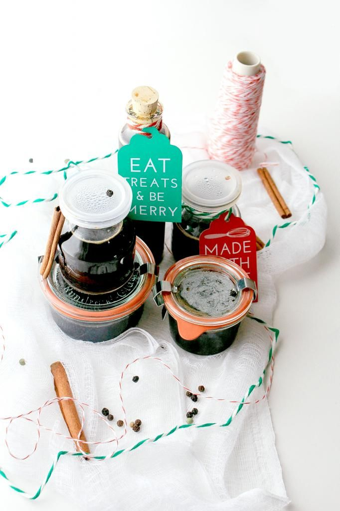 Gingerbread Syrup recipe and DIY gift packaging. So clever.