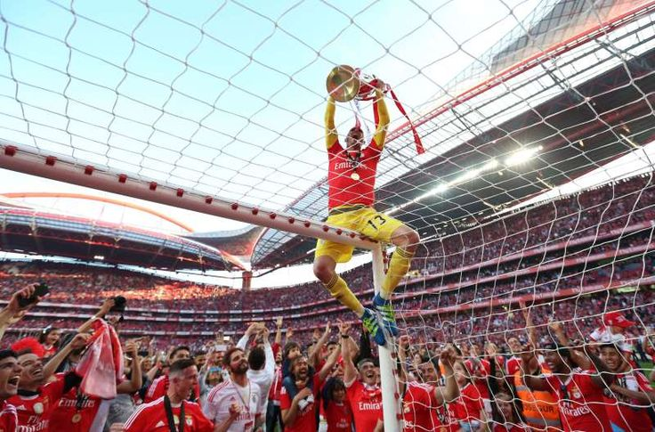 The best sports pictures of 2016:      Benfica goalkeeper Paulo Lopes shows the trophy to the supporters after the Portuguese league soccer match between Benfica and Nacional at Benfica's Luz stadium in Lisbon, Portugal on May 15. Benfica won its third straight Portuguese league title by defeating Nacional 4‐1, setting a new league record with 88 points from 34 matches.