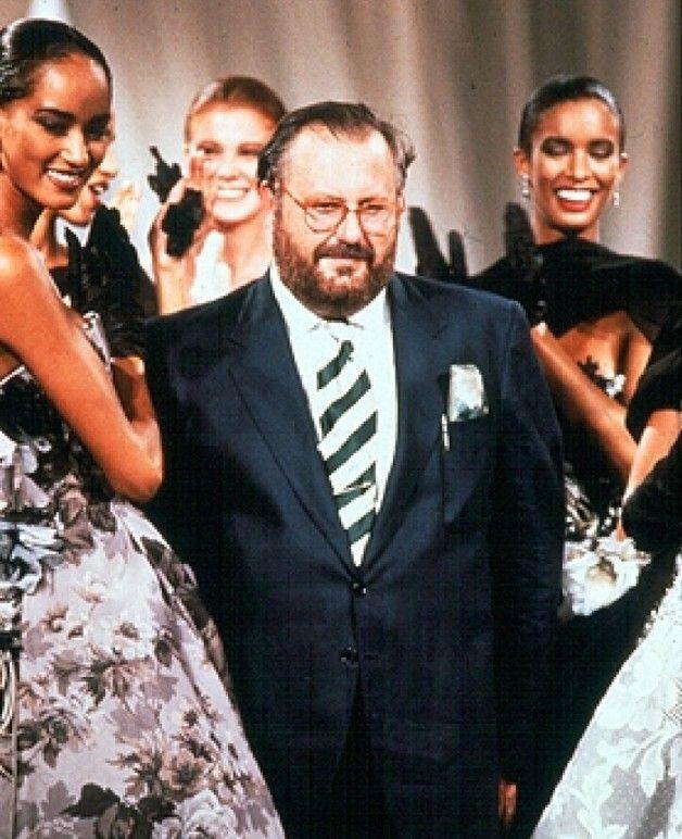 1989-1990 - Gianfranco Ferré durante la finale della collezione Dior Couture A/I