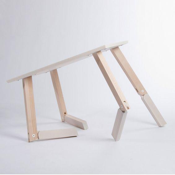 """""""Bambi"""" est une petite table imaginée par la designer Norvégienne Caroline Olsson. Utilisable aussi bien en table basse, qu'en petite console, """"Bambi"""" tire son nom du célèbre dessin animé de Walt Disney, les pieds de la commode ajustables rappelant ceux d'un petit cervidé."""
