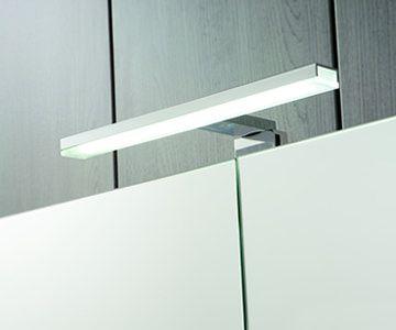 Luminaria de luz LED y ancho 30 cm. Certificado de calidad IP44 Class II. #baño #diseño #bathroom #design Antalia, mucho más que cocinas