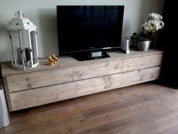 Zwevend tv-meubel b250xd40xh46cm http://www.desteigeraar.nl/steigerhout/audio-tv-meubelen