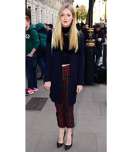 @Who What Wear - Diana Vickers                 Tip: Hit on two major fall trends with a turtleneck and plaid pants.   Spotted outside the No. 11 Downing Street Christmas party in London, singer-songwriter Vickers assured us wearing two trends—in this case, Topshop's Plaid Crop Trousers ($80) and a black turtleneck—is always better than one.   Get The Look: Joe Fresh Cropped Plaid Pants ($34); Uniqlo Alpaca Blend Turtle Neck Sweater ($20) in Black.