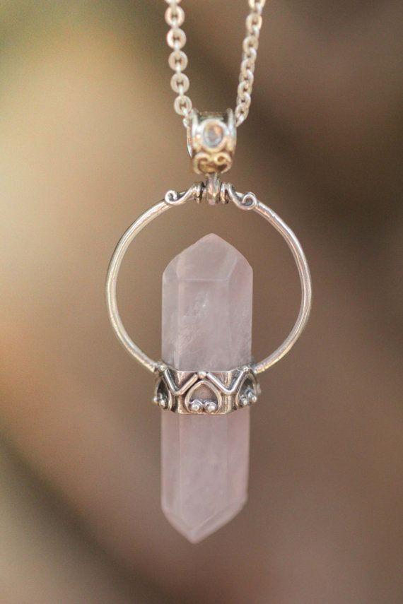 Alya - superbe pendentif en quartz rose et argent gravé : Pendentif par yaelle-bali-jewelry