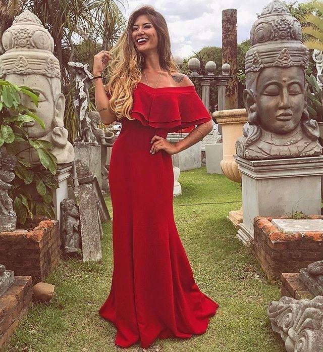 """1,876 curtidas, 18 comentários - Dress & Go (@dress_and_go) no Instagram: """"Mais um modelo que segue a tendência do ombro a ombro. ❤️❤️ Com muita sofisticação, ele tem uma…"""""""