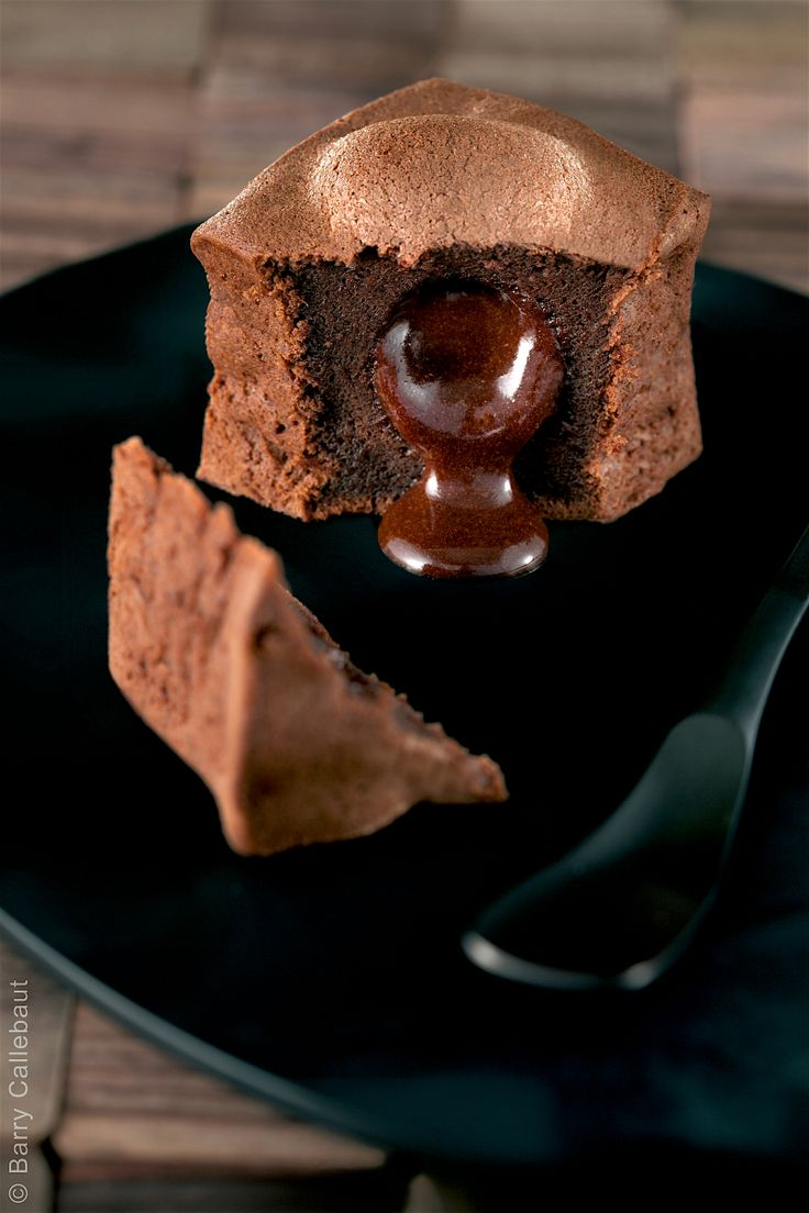 Recipe for 12 fondants Inaya™ chocolate fondants Mix with a whisk 375 g egg(s) 275 g sugar Melt in the microwave 225 g Cacao Barry Inaya™ chocolate 212 g butter Add the egg and…