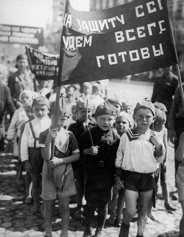 """By defending the USSR will be always ready"" 1931"
