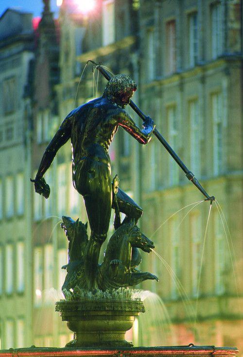 Richou Voyages - Pologne #statue #nuit #europe #vacances #voyage