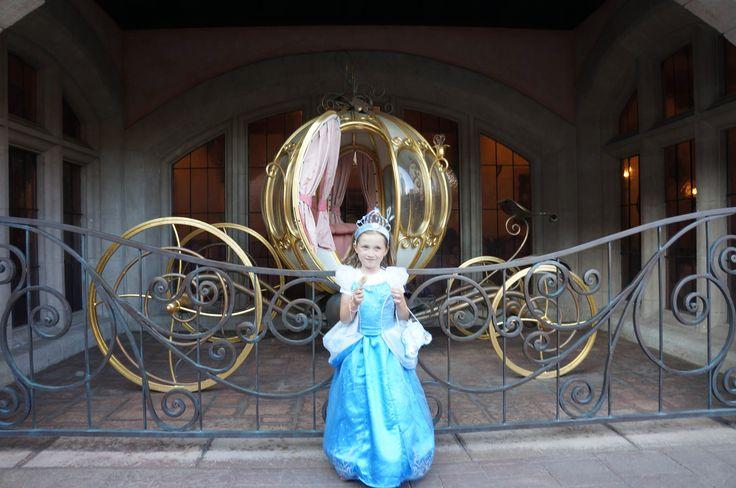 Disneyland Paris Princes Auberge De Cendrillon! (Amazing Delia Birthay)