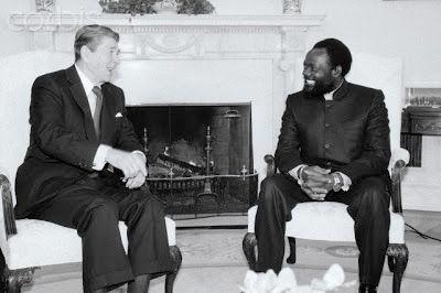 Presidente dos EUA Ronald Reagan e o Dr.,Jonas Savimbi na casa Branca