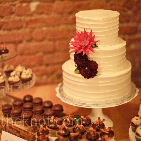White Knife-Swirl Cake