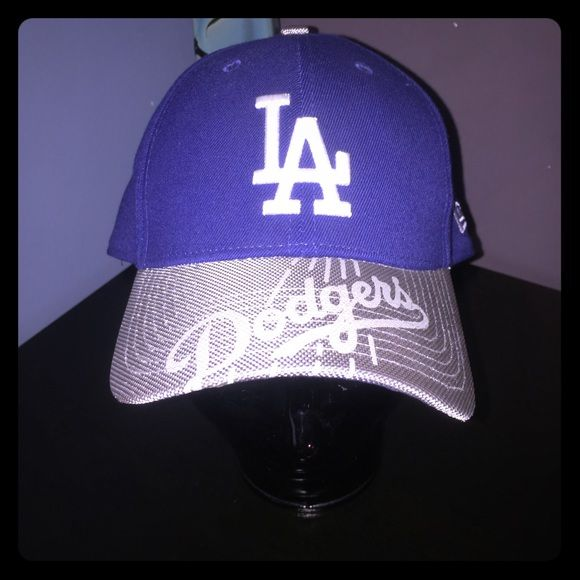 La dodgers hat  Fast Shipping  Smoke Free Home  ✅Always Clean & Packaged Well  Offer Bundles For  Off  Open to offers No Trades or Low ball offers  Women's size lg Los Angeles Dodgers Hat only  wore to one game New era  Accessories Hats
