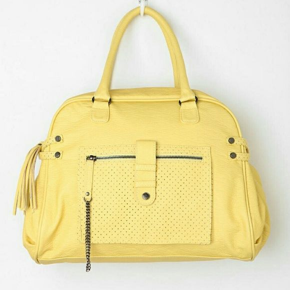 Shop Women's Deena & Ozzy Yellow size OS Bags at a discounted price at Poshmark. Description: Deena & Ozzy yellow bag/purse. Lots of metal embellishments and texture fir a rock style appeal. Adjustable and detachable shoulder strap. Great condition. Clean. Sold by mona81. Fast delivery, full service customer support.