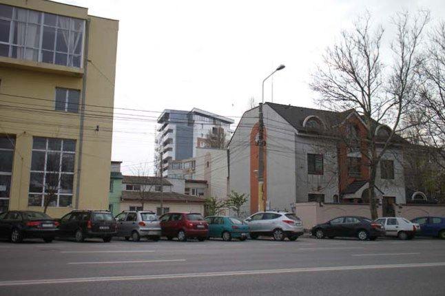 GALERIE FOTO  Vineri vă puteţi opune apariţiei unui nou bloc pe un spaţiu verde!