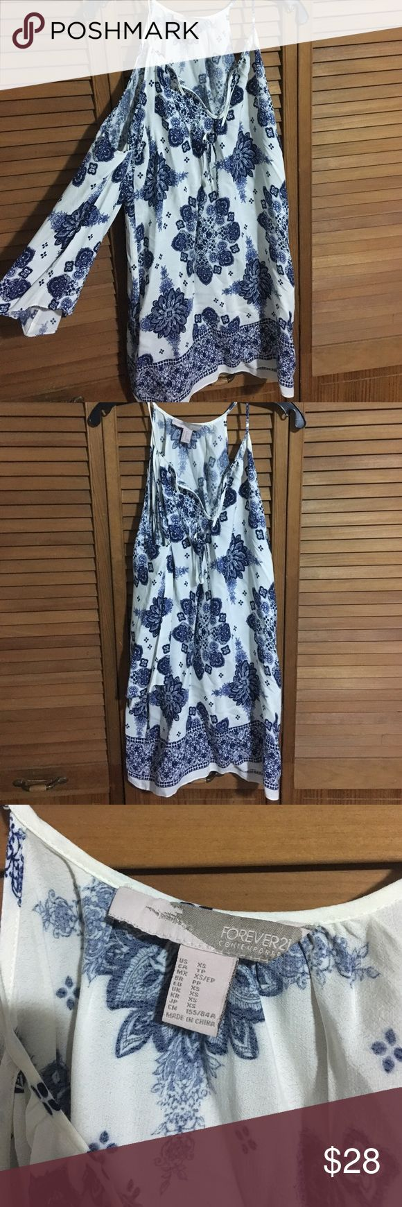 Forever 21 Floral Dress with Sleeves Forever 21 Floral Pattern Dress with sleeves size XS Forever 21 Dresses