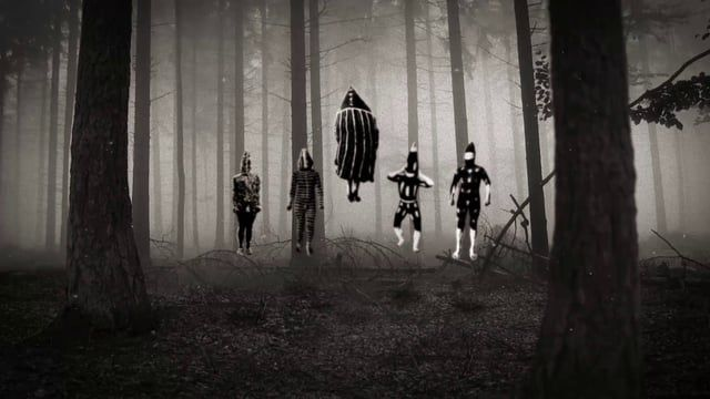 """Soundtrack / Maldición de Malinche - Matanza  Los """"chamanes"""", llamados kon, ayudaban a los cazadores y curaban enfermedades, recibían su poder de los espíritus de los """"chamanes"""" muertos, quienes se les aparecían en sueños."""