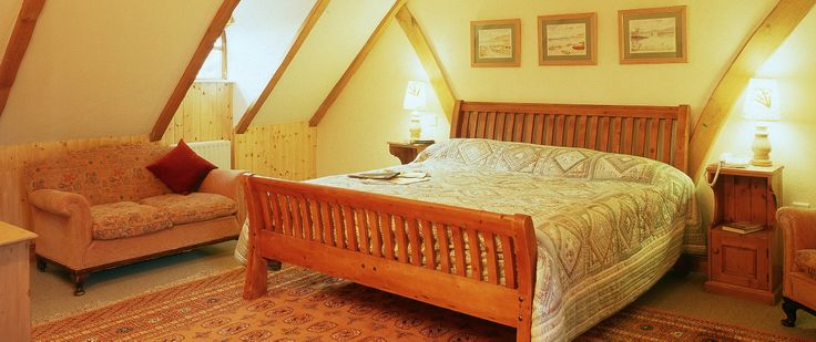 The huge master bedroom of Garden Cottage with luxury en-suite bathroom, a great rental property with easy access Boyne Valley and Dublin City.