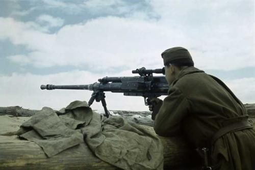 Hungarian soldier on the Eastern Front: A Hungarian-gunner in his position on the Eastern Front. About half of the 2,000-kilometer eastern front in 1941/42 was held by Hungarian and Finnish soldiers, who fought on the German side
