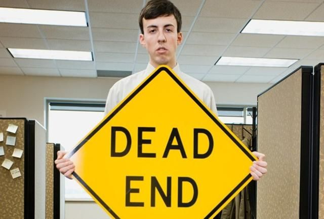 20 Signs You're Stuck in a Dead-End Job - pg.1