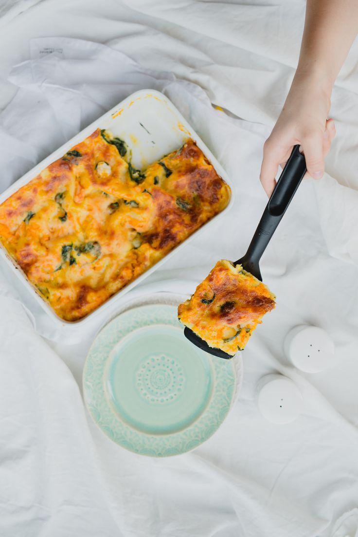 Een overheerlijke lasagne met pompoen en spinazie, die maak je met dit recept. Smakelijk!
