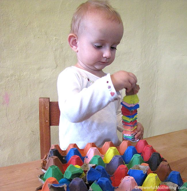 egg carton color sort game from @Nicci @ Powerful Mothering