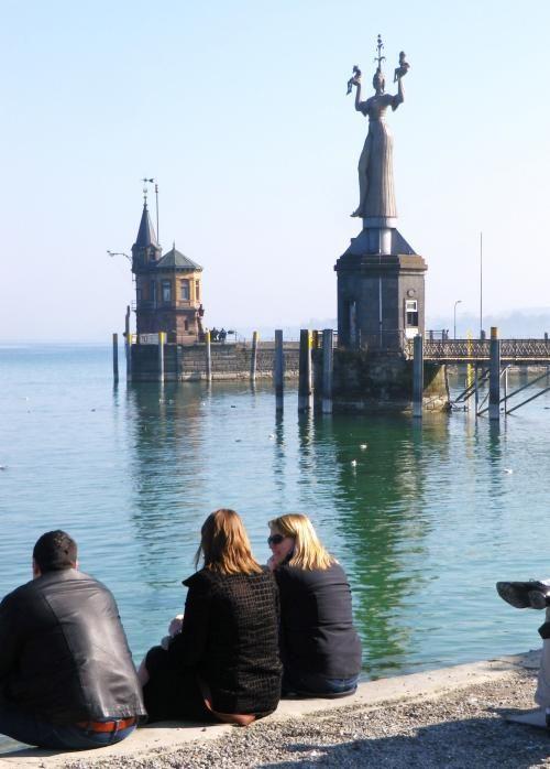 スイスとドイツの国境を形成するボーデン湖は地元の人にも人気。穏やかな湖をみながら語りたい、ボーデン湖の見所。