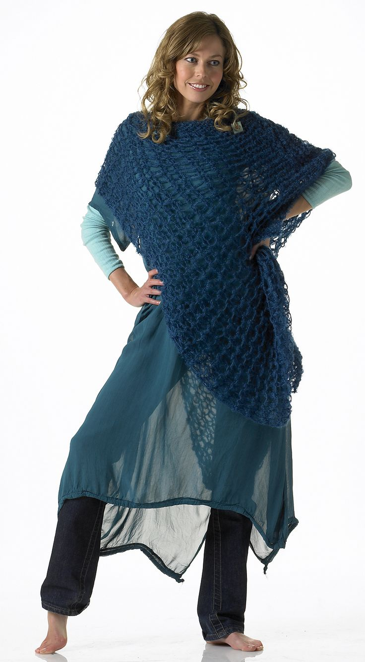 Etneb 005 - poncho. Knitted with drop stitch.