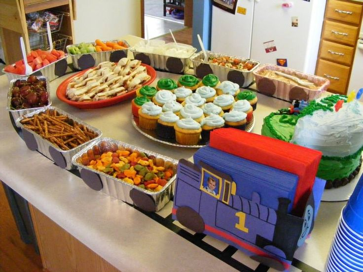 Thomas the train birthday party: Another great loaf pan food train idea!