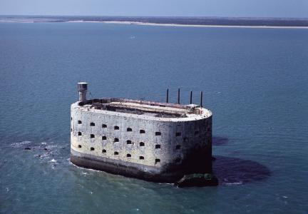 Charente-Maritime : Fort Boyard, face à l'île d'Oléron, bâti en 1804.
