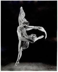 Autor: Isadora Duncan. Imagen registrada por transformación.  A través de la relación del soporte digital y el conformante fotografía.