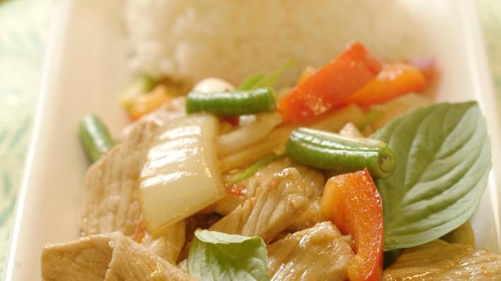 PAD KA PAO MOO - wokstekt svinekjøtt med chili og basilikum
