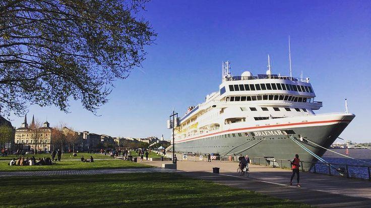 """85 mentions J'aime, 2 commentaires - Bordeaux Tourisme (@bdxlive) sur Instagram: """"En 2017, pas moins de 53 bateaux de croisière feront escale à #Bordeaux.  Le premier d'entre eux,…"""""""