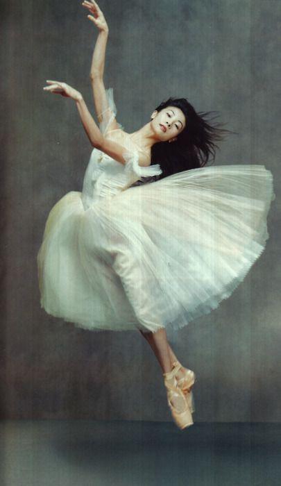 Yuan Yuan Tan by Annie Leibovitz in Russian Vogue , 2003