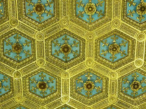 Soffitto dorato della sala dei gigli (Palazzo Vecchio) #FleurDeLis #Florence