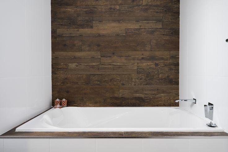 Main Bathroom I Feature Wall I Timber I Bath