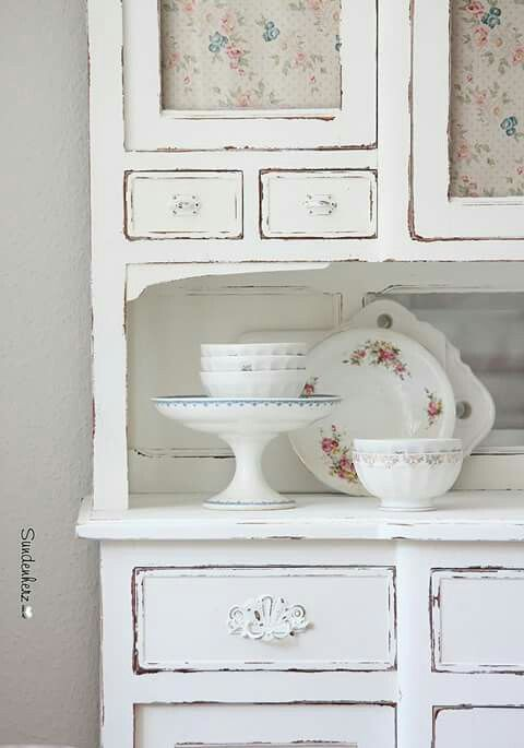 Chic Kitchen Dresser Painted In White Cafe Au Lait Bowl