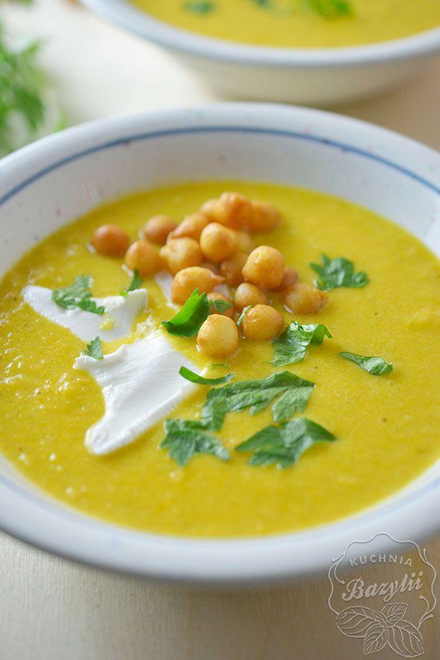 Zupa krem z kukurydzy jest moją propozycją szybkiej kolacji na jesienne wieczory. Zupę przygotowuje się około 20 minut, jest wspaniale rozgrzewająca.