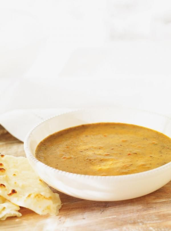 Recette de soupe de Ricardo: crème de lentilles aux légumes. Servir la soupe en plat principal. Ingrédients de la recette: courgettes, lentilles, tomates...