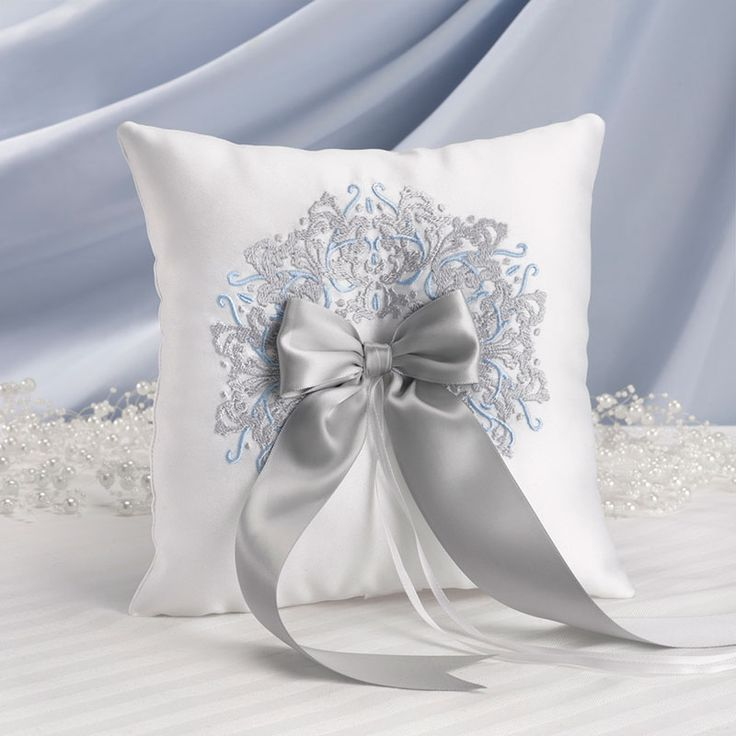 Elke prinses wacht op de dag dat ze met haar droomprins trouwt! Dit oogverblindende ringen kussen Happily Ever After is geïnspireerd door Assepoester