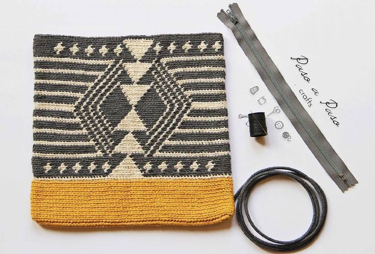 Crochet side bag pattern, pdf with graph and row by row written instructions, wayuu inspiration by PasoaPasoCrafts on Etsy https://www.etsy.com/listing/400620551/crochet-side-bag-pattern-pdf-with-graph