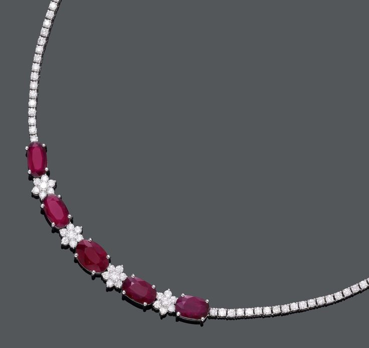 RUBY AND DIAMOND NECKLACE. White gold 750. Decorative, elegant Rivière necklace, the centre set with 5 oval rubies weighing ca. 10.50 ct, untreated, and 4 rosette motifs set with diamonds. Total weight of the brilliant-cut diamonds ca. 7.50 ct. L ca. 40 cm. 1 ruby with GRS Report No. GRS2013-101698, November 2013, and 4 TIGL Reports.