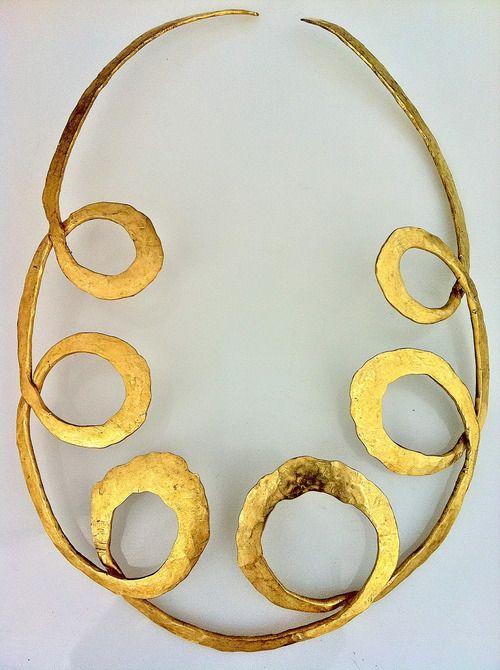 Alexander Calder gold necklace | Modernist | Silver | Jewelry | Minimal | Silver | Sterling | 50s | 60s | Unusual | Rare | Mid century | Bold | Modern | Jewellery | Designer | Luxury | Simple | Simplistic | Minimalism