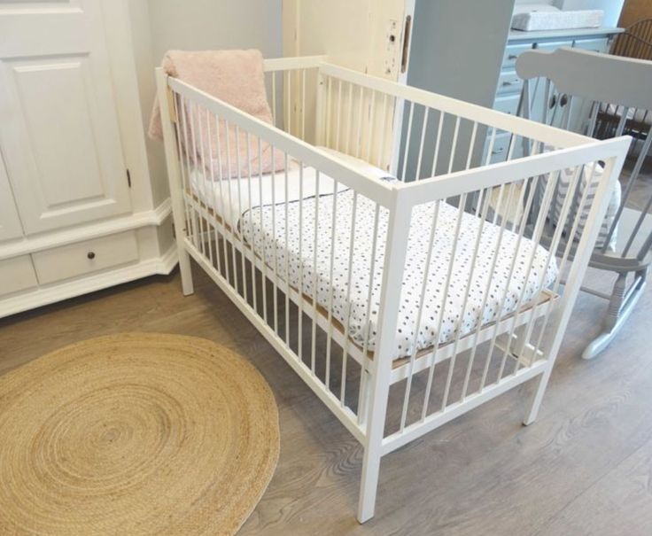 Iron cot model Linea - color white of Fabs World  www.fabsworld.nl also for wholesale in every country - info@fabsworld.nl for more information