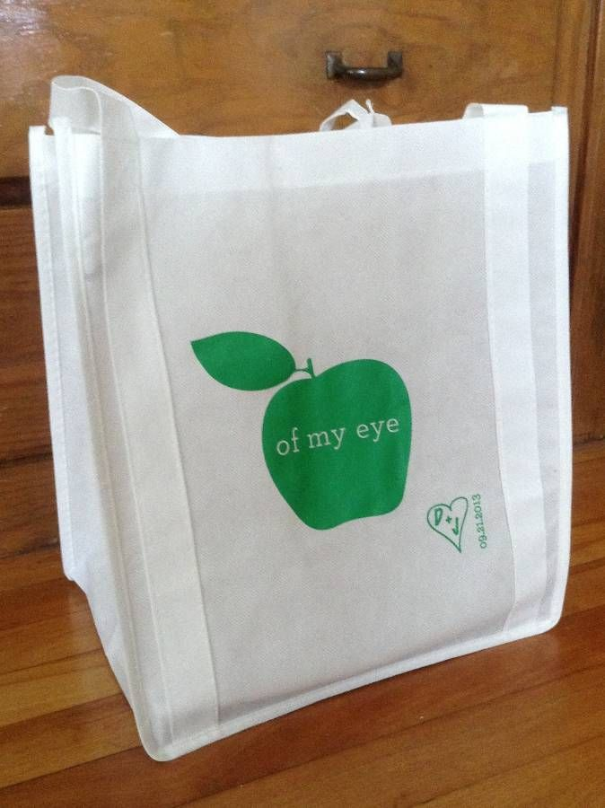 Looking for a cute #wedding favor? Hand out #personalized #totebags. #epromos #favors