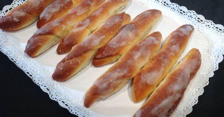 """Fabulosa receta para Fartons valencianos caseros . Fartons Valencianos. El Forner de Alella prepara unos deliciosos Fartons, que es un postre típico de las tierras Valencianas y que se toma con la Horchata de Chufa, aunque con una buena taza de chocolate caliente, también están exquisitos. Si os gusta este vídeo no olvidéis clicar """"me gusta"""" y compartirlo, nos ayudaréis. Vídeo: Fartons valencianos"""