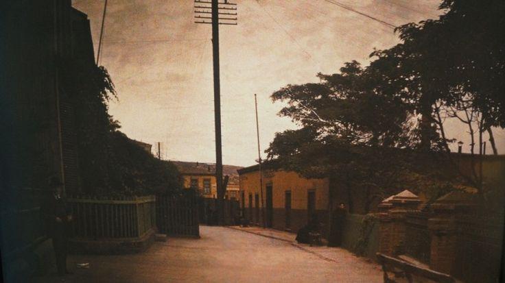 Paseo Mirador Gervasoni, C° Concepción, ca. 1910 Técnica Autocromo/ 66 x 58 cm Colección MHNV
